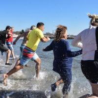 Sun shines on Mystic Aquarium's Seal Splash fundraiser