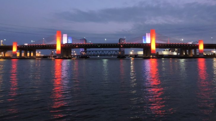 CT Gov. Lamont directs Q Bridge to be illuminated red in honor of state's health care workers